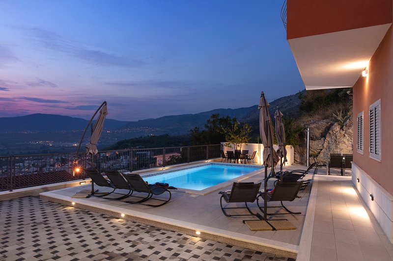 L&L Incredible high-rise view and magnificent sunset, holiday rental in Podstrana