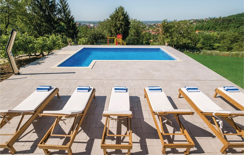 Amazing home in Zagreb with Outdoor swimming pool, WiFi and Outdoor swimming poo, vacation rental in Zagreb County