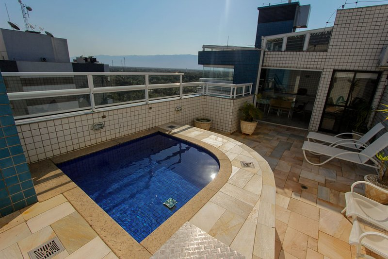 Duplex, piscina aquecida, gourmet e vista panorâmica, holiday rental in Bertioga