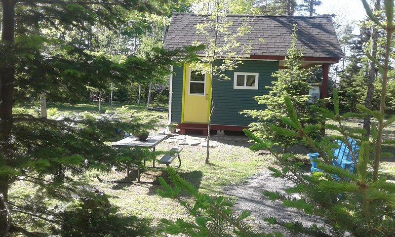 Minimalist Tiny House Stay-Over, Nova Scotia (Northumberland Shore), vakantiewoning in Malagash