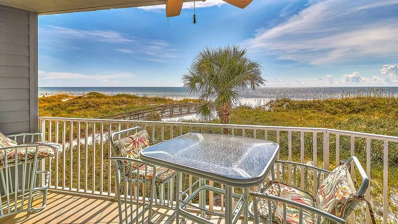 2 bedroom 2 bathroom on the sand Gulf Front, holiday rental in Redington Shores
