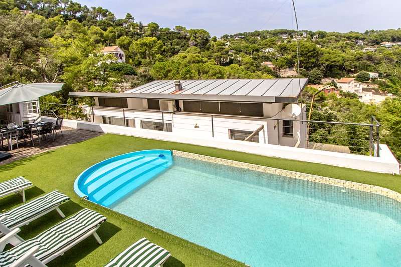 Catalunya Casas: Idyllic Villa Angelica, just a short drive to Barcelona center! – semesterbostad i Collbato