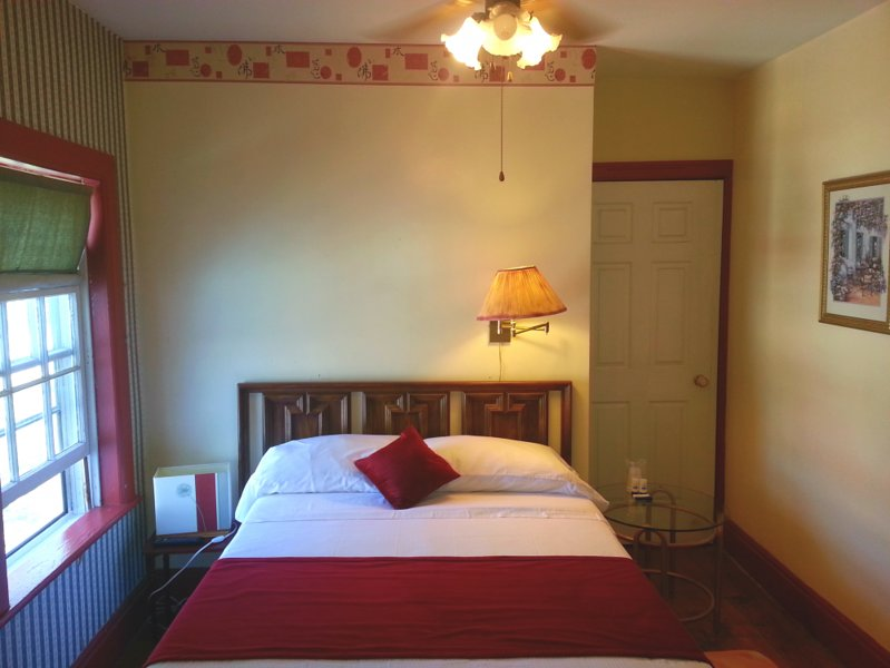 Port Albert Inn. Built in 1842! - Room #4, holiday rental in Point Clark