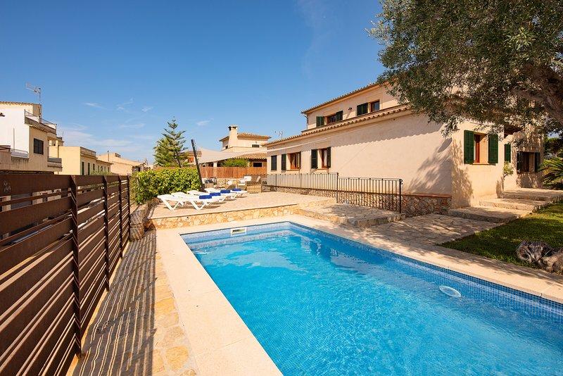 Chalet 6 pax, Costitx, con piscina cubierta, TV Sat, Wifi gratis, parking!, holiday rental in Costitx