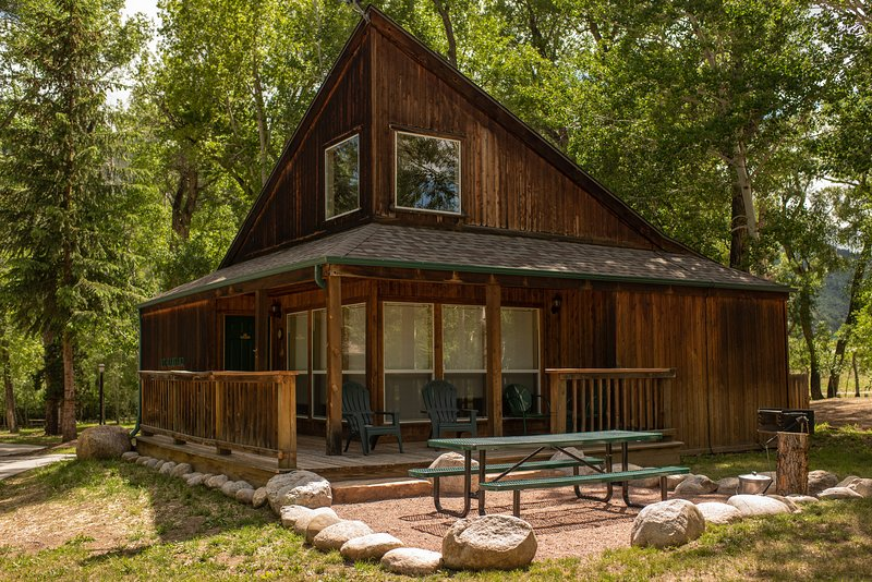Mt. Harvard Chalet at Creekside Chalets, holiday rental in Monarch