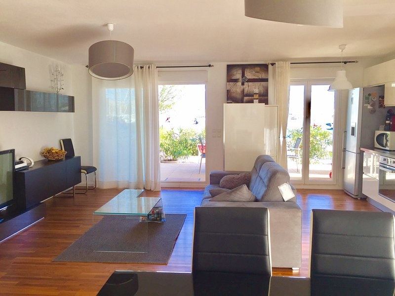 Sur la marina- 2 BR 2BA Boat View Garden, vacation rental in Canet-en-Roussillon