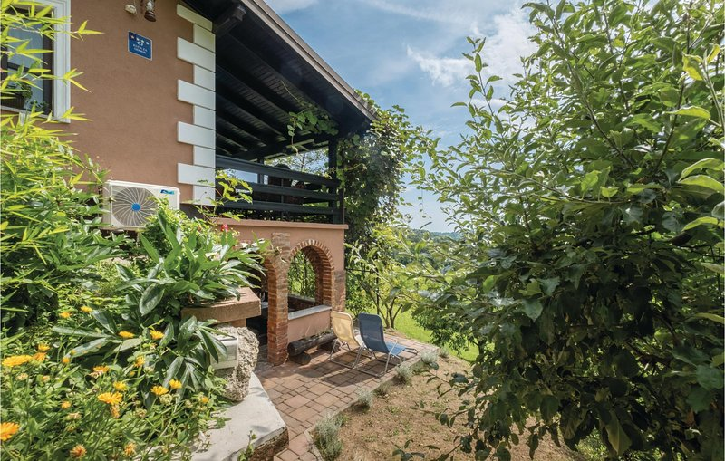 Beautiful home in Veliko Trgovisce with WiFi and 1 Bedrooms (CCC202), holiday rental in Bedekovcina