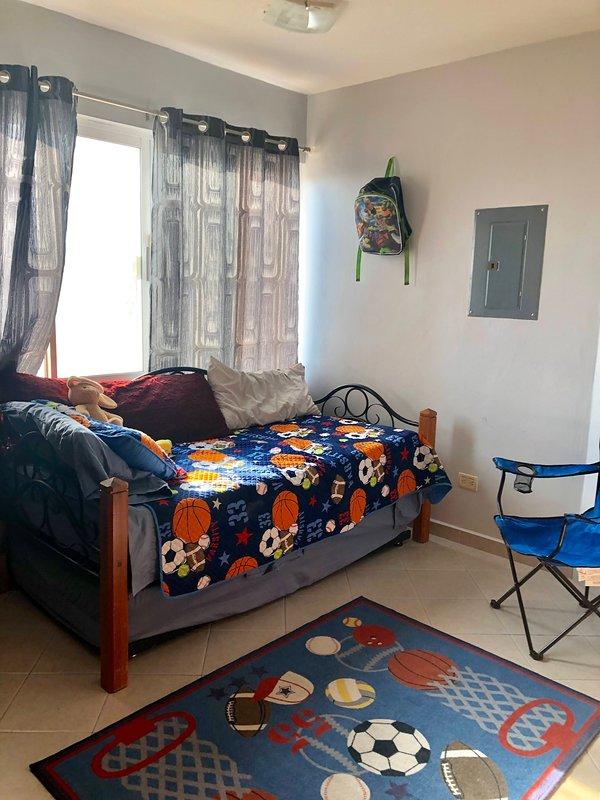 chambre 4 avec lit de repos double avec lit gigogne en dessous