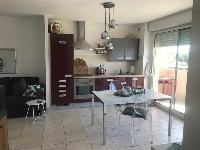 High Spec 1 Bed Modern Beach Apartment, vacation rental in Canet-en-Roussillon