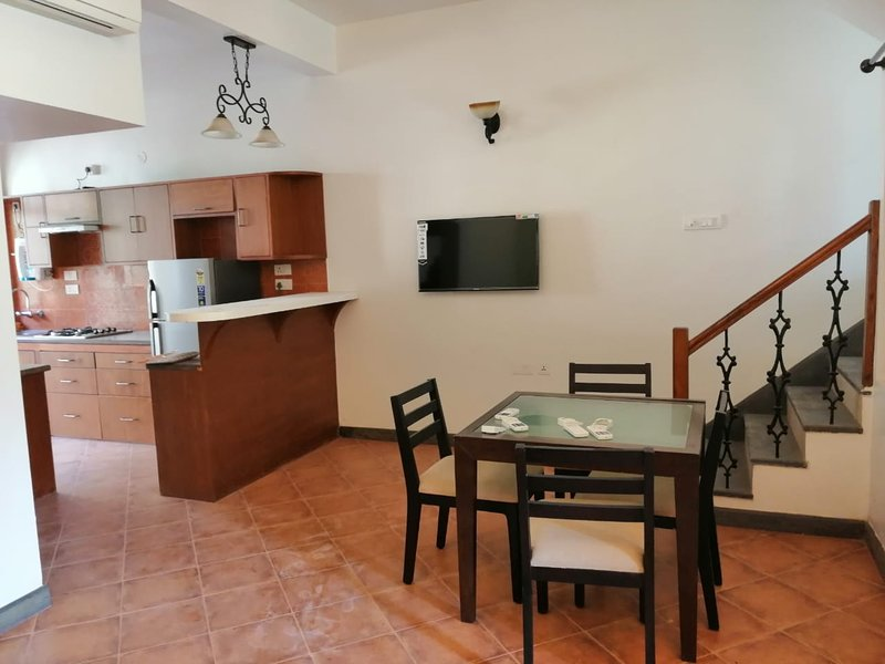 Fully furnished kitchen for those who love to cook, with restaurant near by too