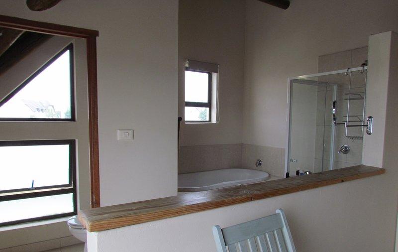 En suite bathroom to main bedroom upstairs