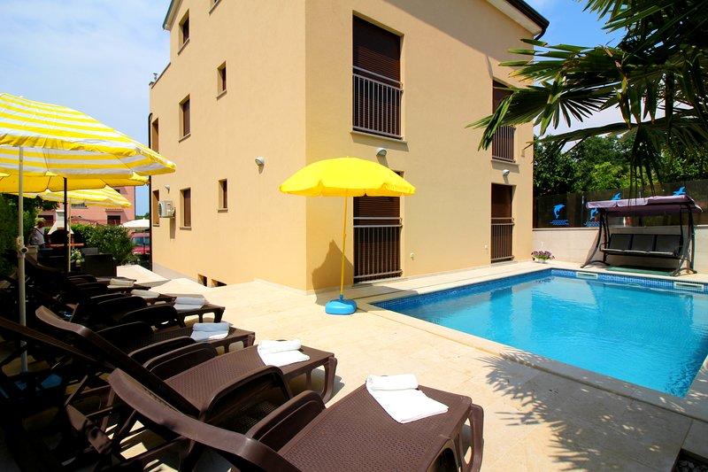 Apartment Patricija with pool 6 near the sea, vacation rental in Cervar Porat