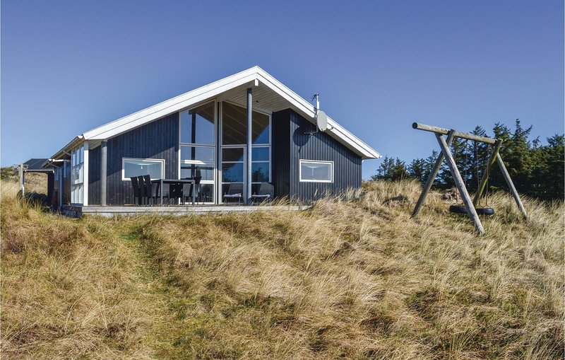 Amazing home in Ringkøbing w/ Sauna, WiFi and 3 Bedrooms, holiday rental in Houvig