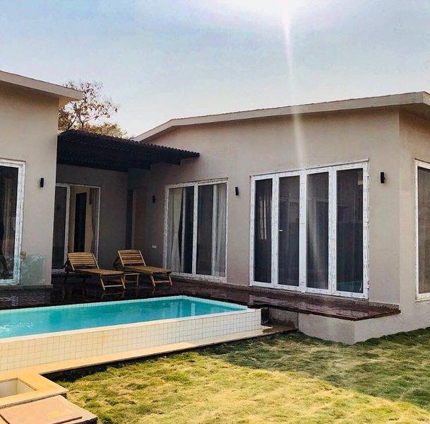 Vikings Private pool Villa, vacation rental in Raigad District