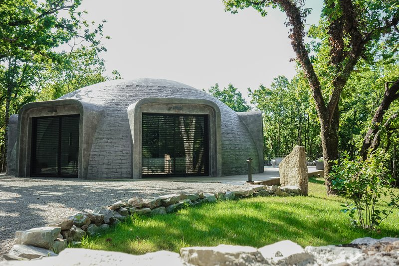 GAME OF DOME, holiday rental in Chartrier-Ferriere