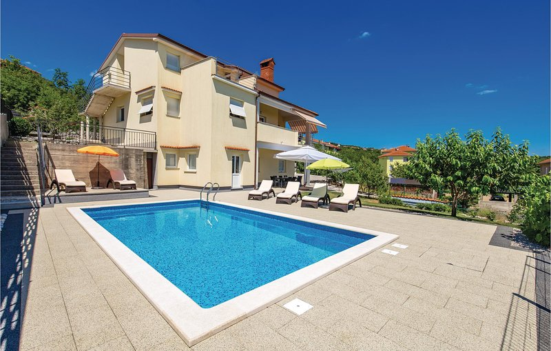 Beautiful home in Viskovo with Outdoor swimming pool, WiFi and 4 Bedrooms (CKO91, holiday rental in Viskovo