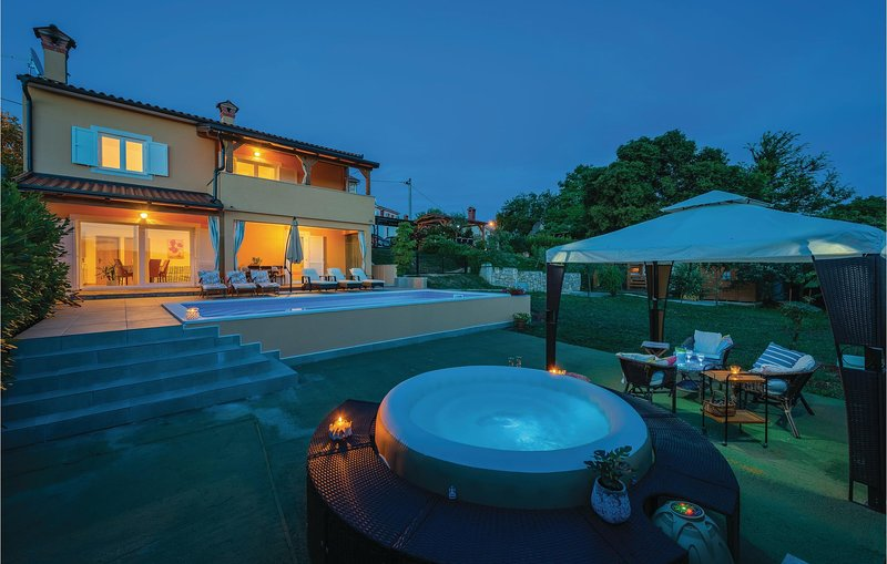 Awesome home in Krsan with WiFi and 2 Bedrooms (CIO053), casa vacanza a Sumber
