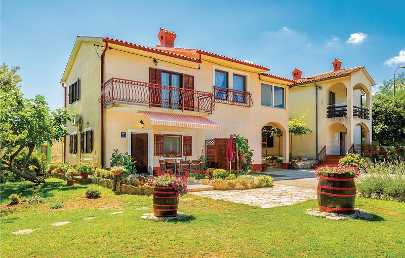 Stunning home in Krsan with WiFi and 2 Bedrooms (CIL285), casa vacanza a Kozljak