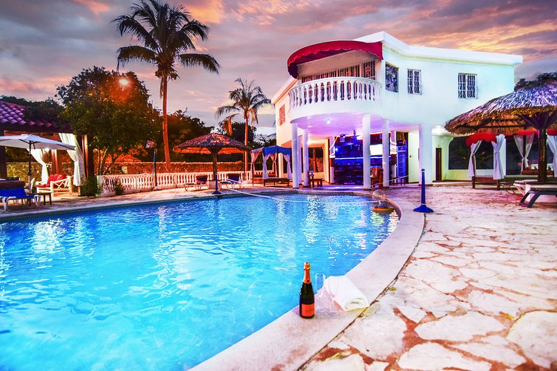 Dominican Republic 4 Bedrooms Bachelor Complex Close to Beach FREE BONUSES, holiday rental in Mata Gorda