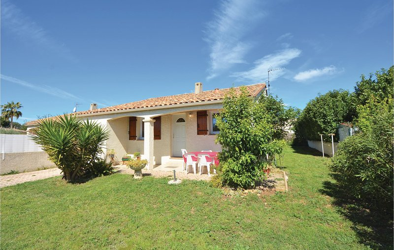 Beautiful home in Pignan with 3 Bedrooms (FLH115), casa vacanza a Saint-Georges-d'Orques