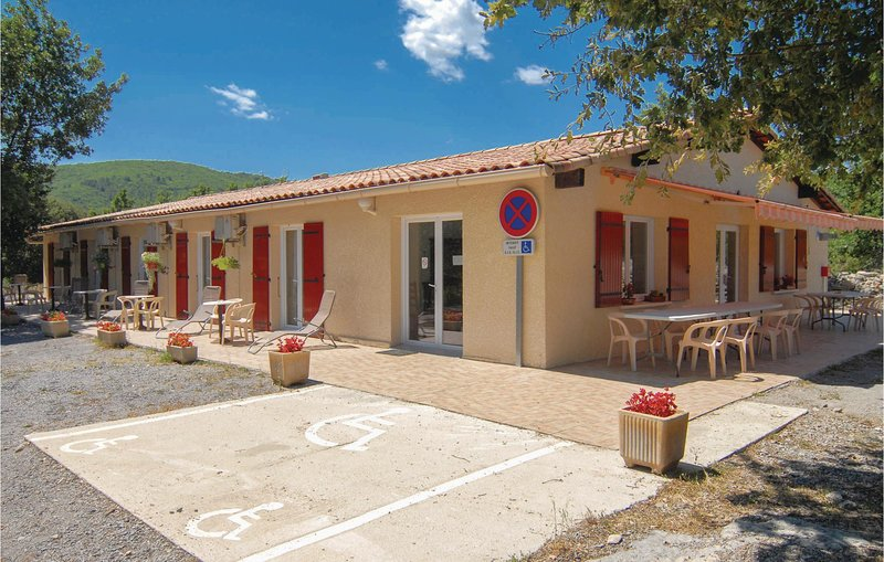 Beautiful home in Courry with 9 Bedrooms and WiFi (FLG131), casa vacanza a Saint-Paul-le-Jeune