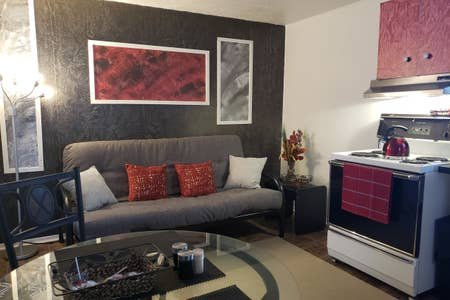 Quiet, cozy apartment, next to highway, smart tv + wifi + netflix, Ferienwohnung in Sinclair