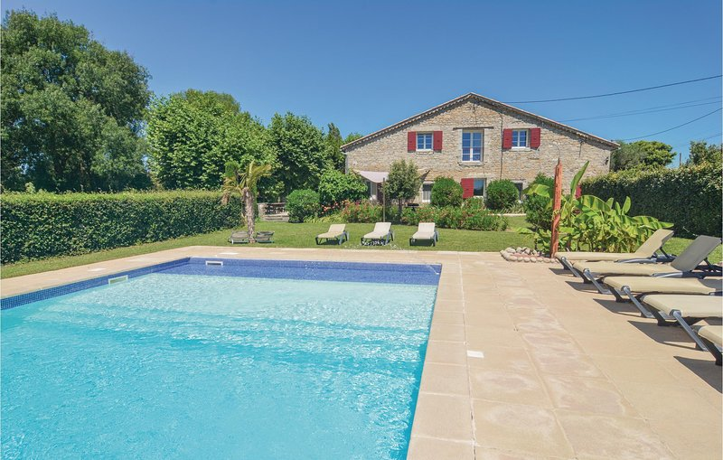Nice home in St-Jean-de-Maruéjols with WiFi and 6 Bedrooms (FLG422), holiday rental in Saint-Victor-de-Malcap