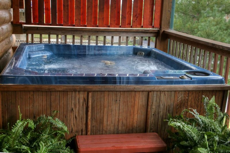 Hot tub available all year