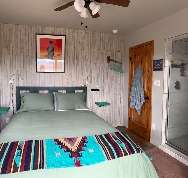 El Sol Queen Size Guestroom & Private Bath with Spectacular Panoramic Views!, holiday rental in Abiquiu