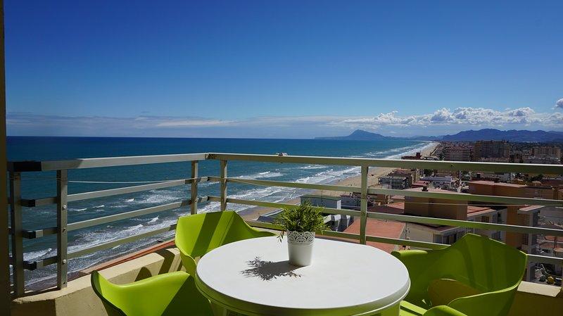 Apartamento primera linea con WiFi, holiday rental in Piles
