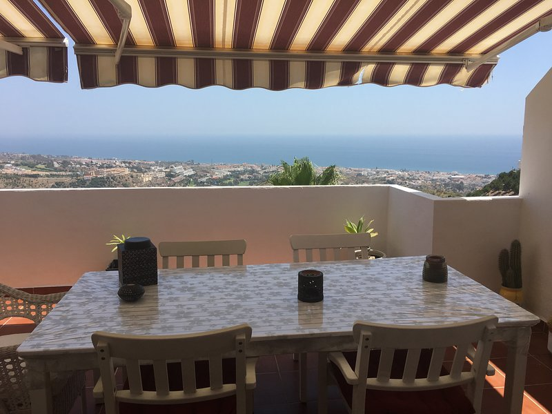 Amazing views and rest, new, big terrace and pool, alquiler vacacional en Benagalbón
