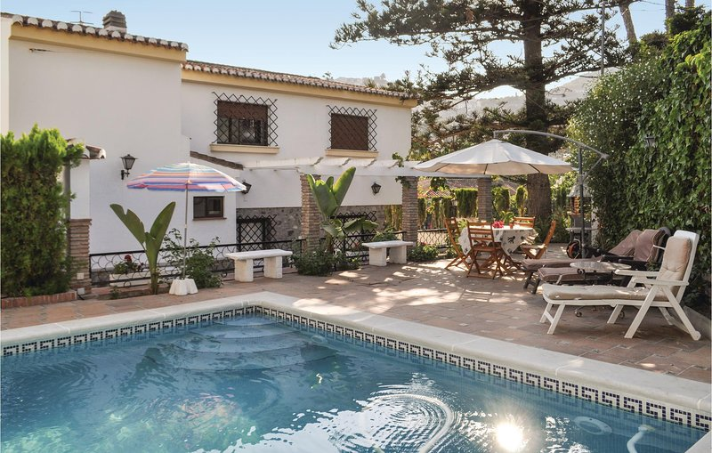Beautiful home in Almuñécar with Outdoor swimming pool, WiFi and 4 Bedrooms (E, holiday rental in Jete