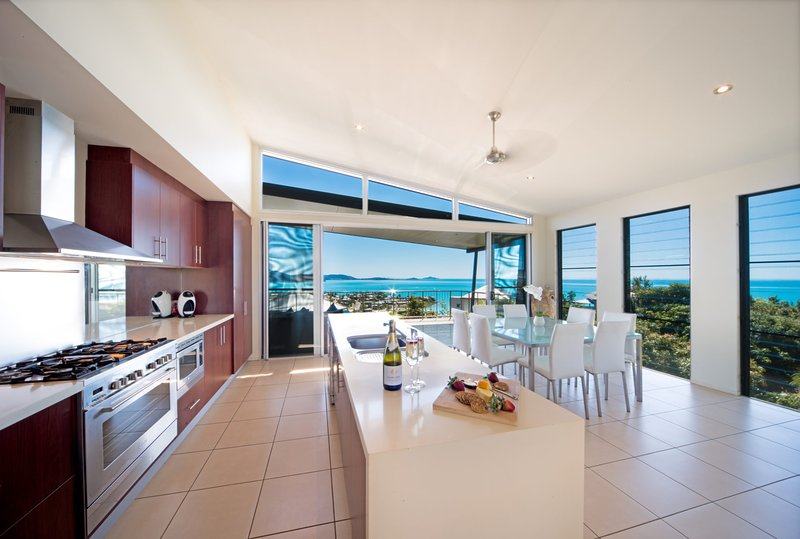 Whitsunday Views - Holiday Home Airlie Beach, vacation rental in Airlie Beach