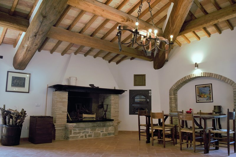 Lovely appartment in a XIII sigle castle, amazing view and relax., vacation rental in Canalicchio