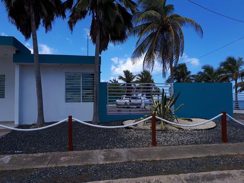 BEACH HOUSE RETREAT, vacation rental in Hatillo