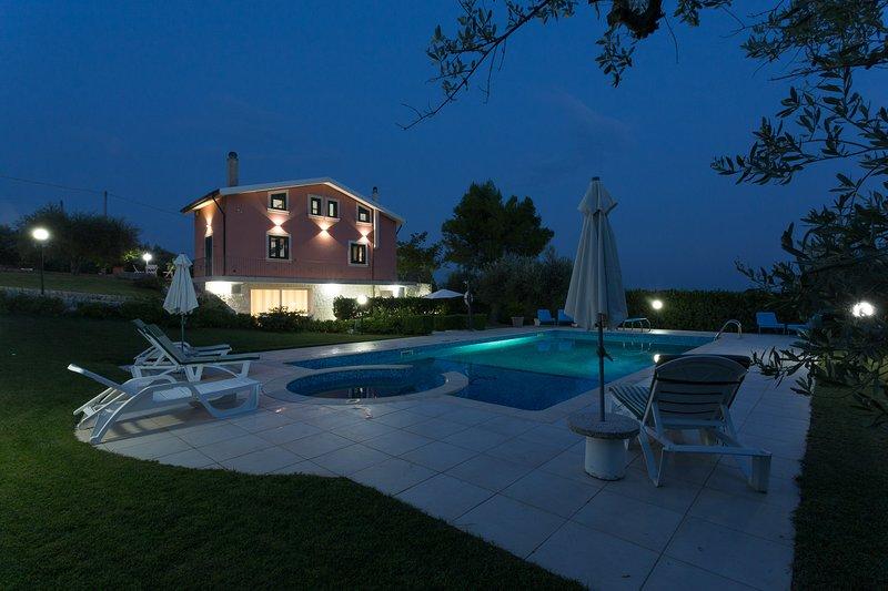 VILLA CALAFORNO GIARRATANA PARCO NATURALISTICO ****, holiday rental in Giarratana