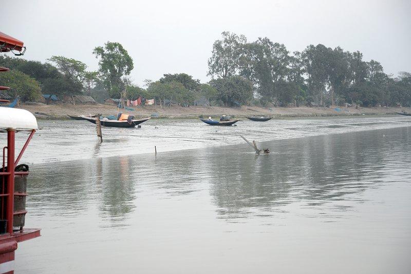 Faça um pequeno passeio até as margens do Ganges e aproveite o ar puro e fresco
