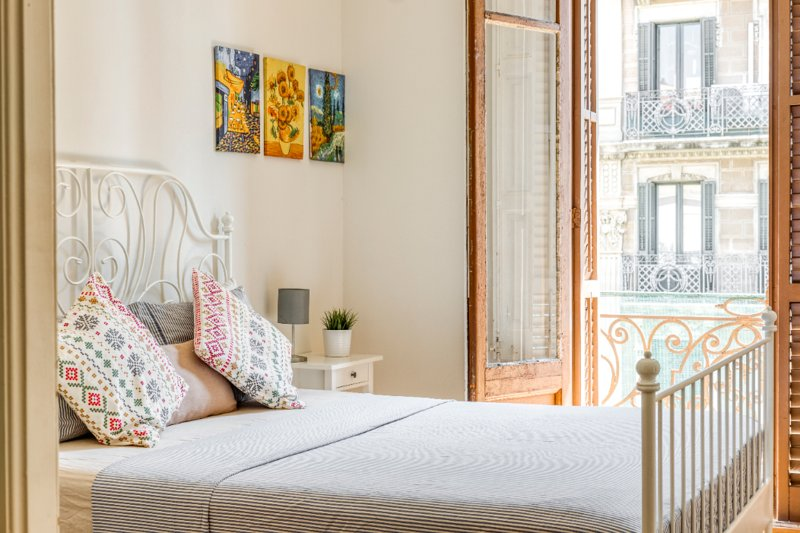 Sunny Apartment near Sagrada Familia, Ferienwohnung in Barcelona