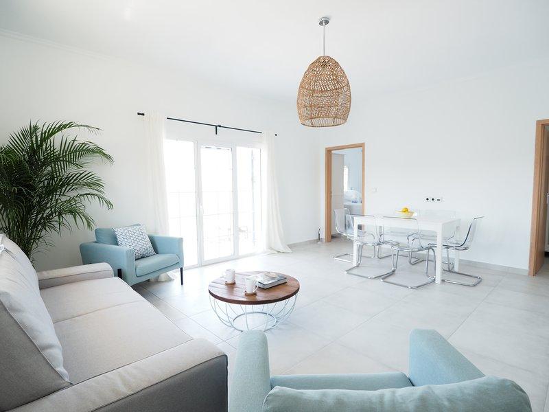 2-Bedroom Sea View Villa-Style Apartment Above Boukari South Corfu, alquiler de vacaciones en Chlomos