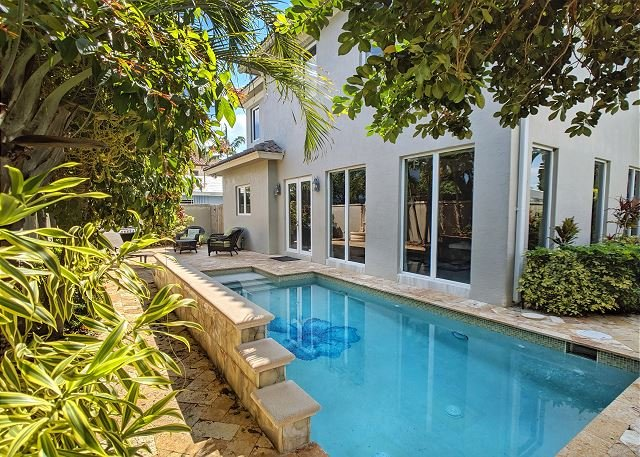 Spectacular Updated Home only steps from the beach, nightlife, and dining, alquiler vacacional en Boca Ratón