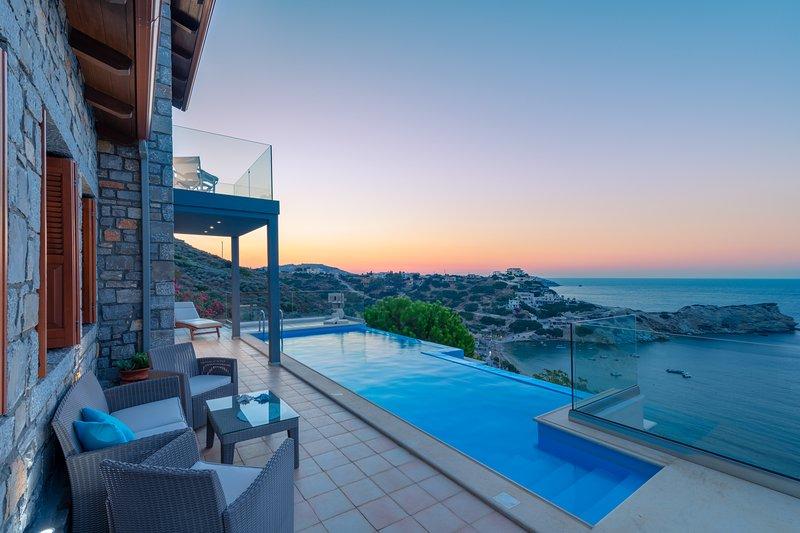 Villa Ligaria-Infinity heated pool-sea view-stone luxury villa, holiday rental in Ammoudi