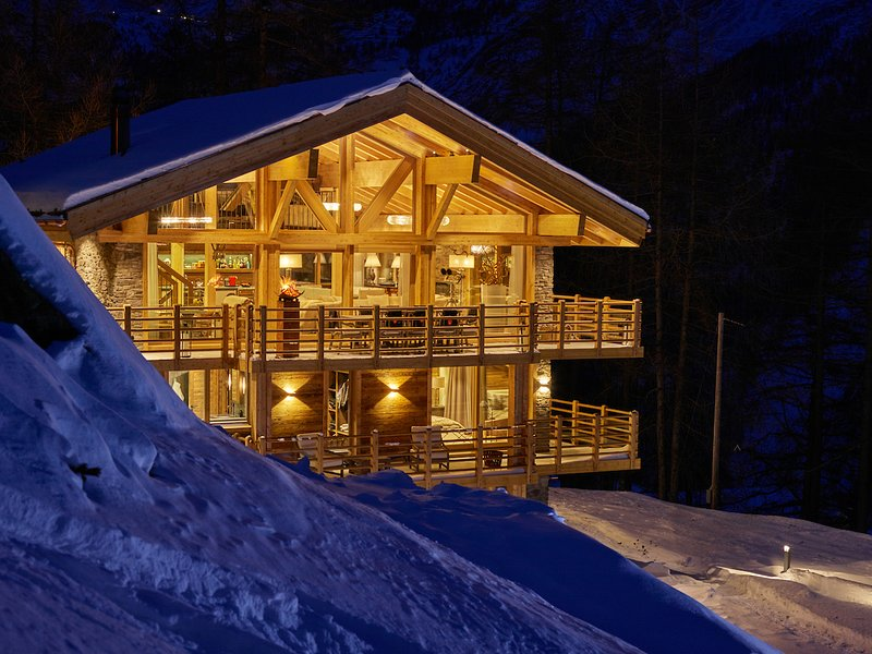 Luxury Ski Chalet, Saas-Fee. Fully Catered, Sleeps 16 Guests!, location de vacances à Saas-Fee