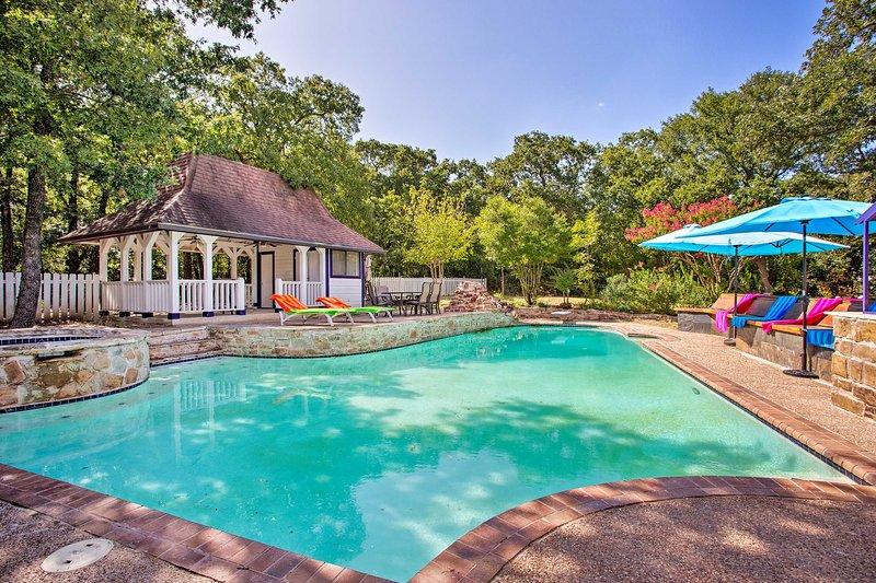 Secluded Home w/ Spacious Backyard - 2 Mi to Lake!, aluguéis de temporada em Copper Canyon