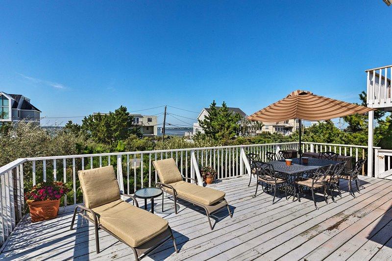 Westhampton Beach Home w/ Deck + Ocean Views!, location de vacances à Mastic Beach