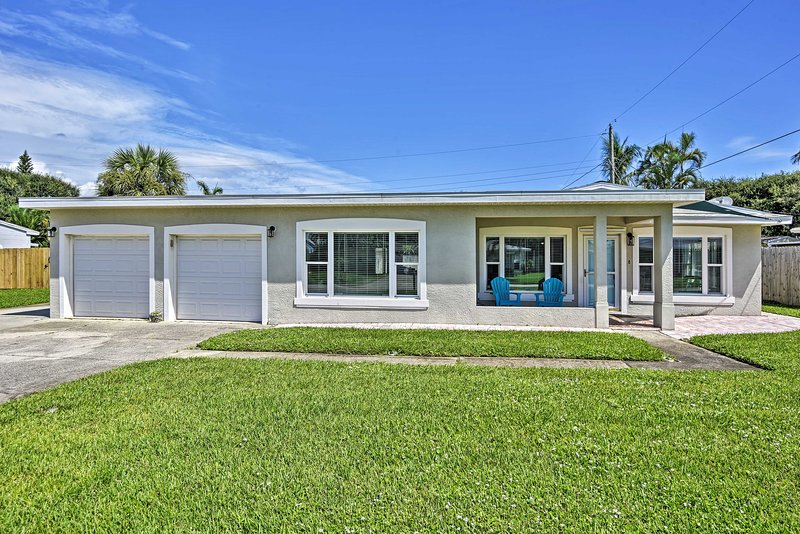 Satellite Beach Home w/Fenced Yard - Walk to Beach, holiday rental in Palm Shores