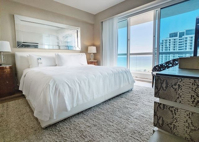Luxury Beachfront Hotel 2 Bedroom + 2 Bath, alquiler de vacaciones en Fort Lauderdale