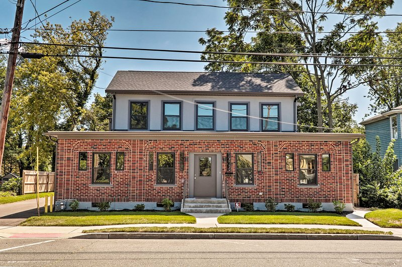 This Red Bank vacation rental offers an ideal getaway for large groups.