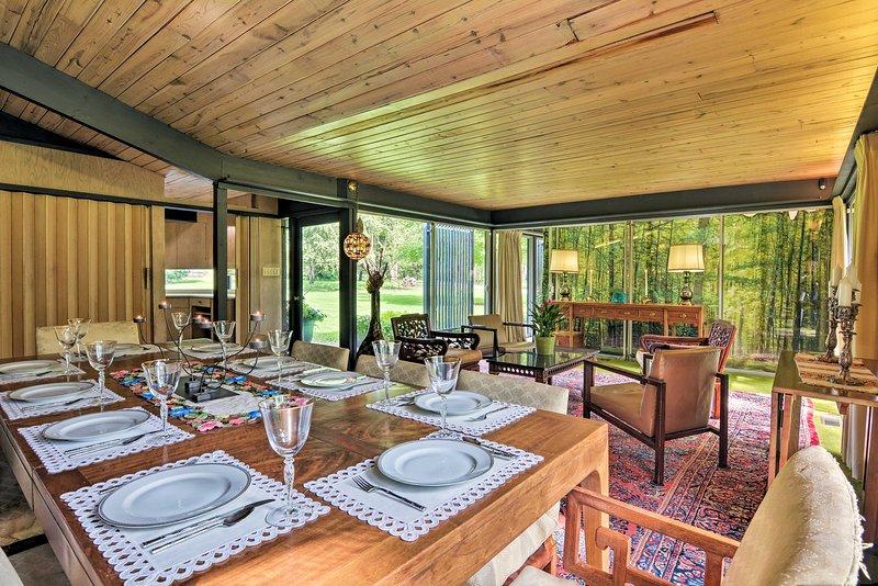 Questa sala da pranzo può facilmente ospitare il tuo gruppo di 8 persone!