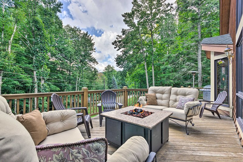 Plan your Beech Mountain escape to this massive 3-bedroom, 3-bath residence!