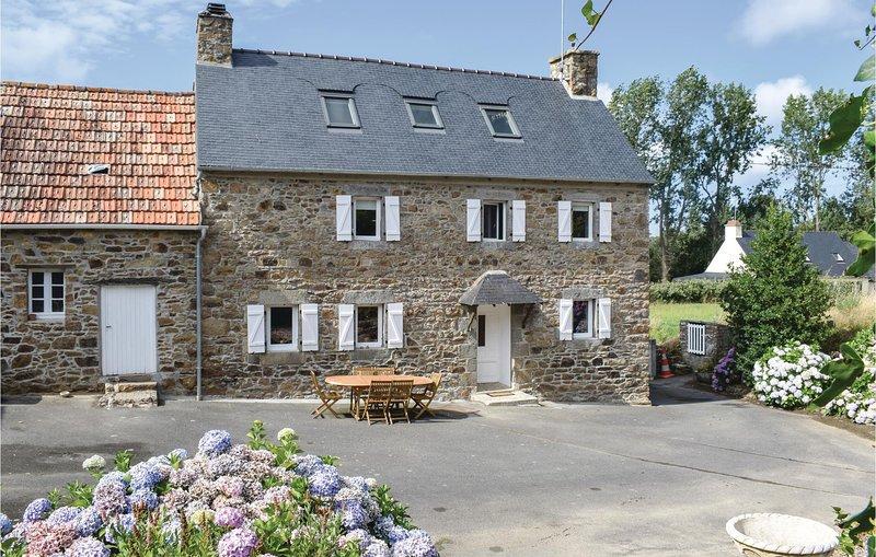 Nice home in Trezeny with 3 Bedrooms (FBC694), alquiler vacacional en Langoat